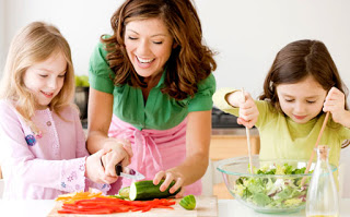 kids-eating-LfhX64.jpg